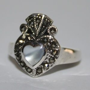 .925 Mother of pearl claddagh heart ring NWT
